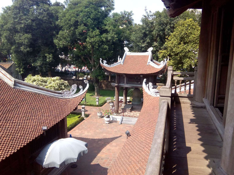 Tejados del templo desde el Altar de Confucio en Hanoi