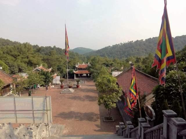Banderas en la pagoda