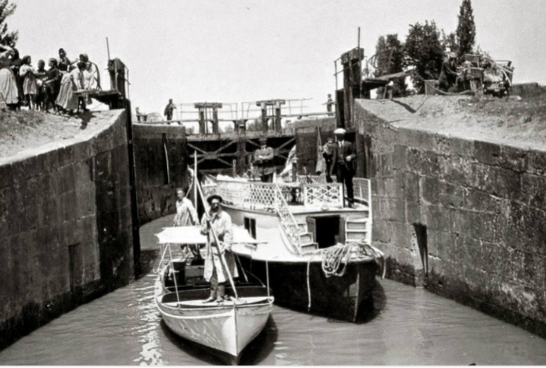 Barcas de inspección del canal. Confederación hidrografica del Duero