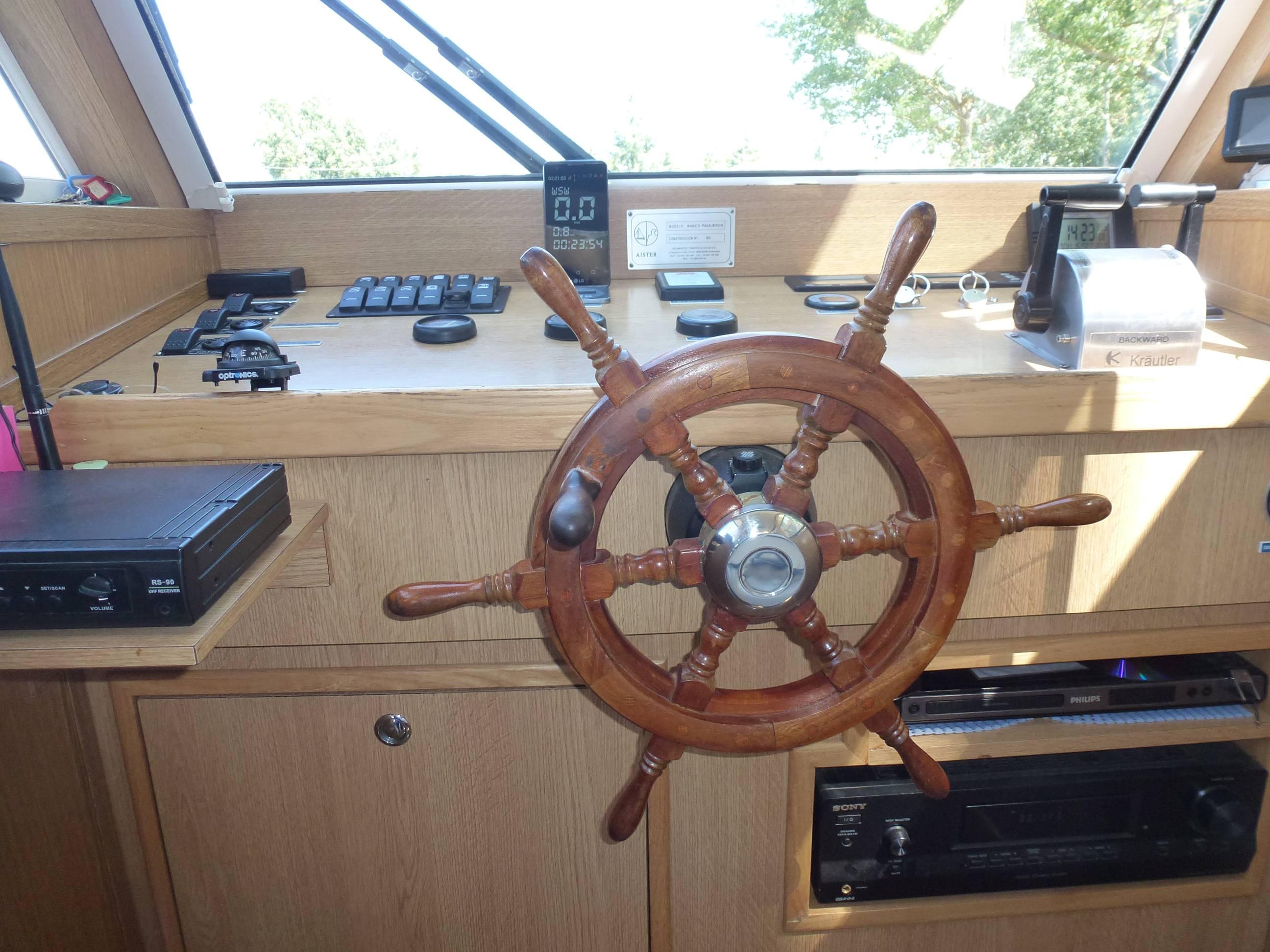 barco timon interior opt