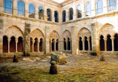 2-claustro_alto_y_bajo_del_monasterio_de_santa_marxa_la_real