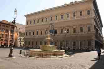 Piazza_Farnese