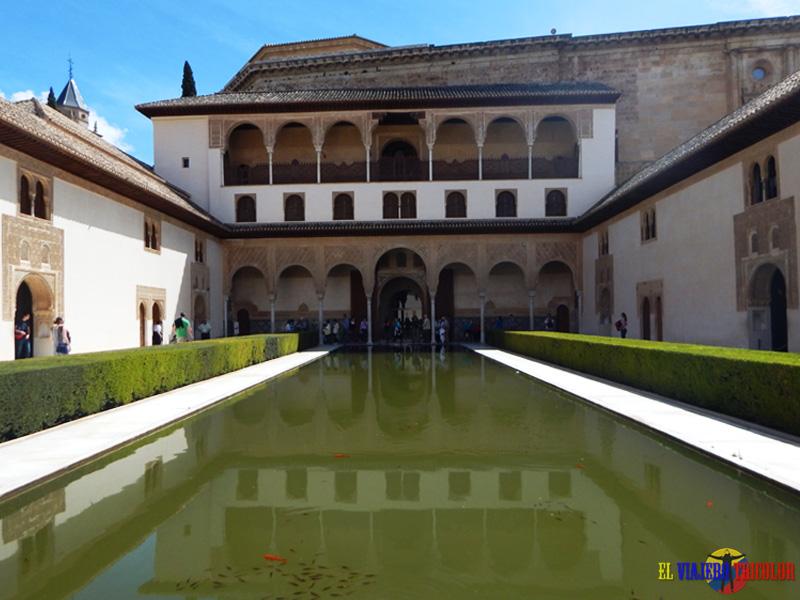 Patio de los Arrayanes en la Alhambra