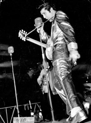 Elvis_OnStage_57_3