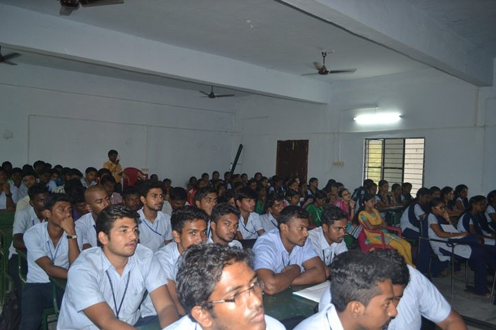Nearly 100 students from the final year of the B.E(CSE),B.E(IT),,B.E(ECE),MCA department have participated in the seminar.