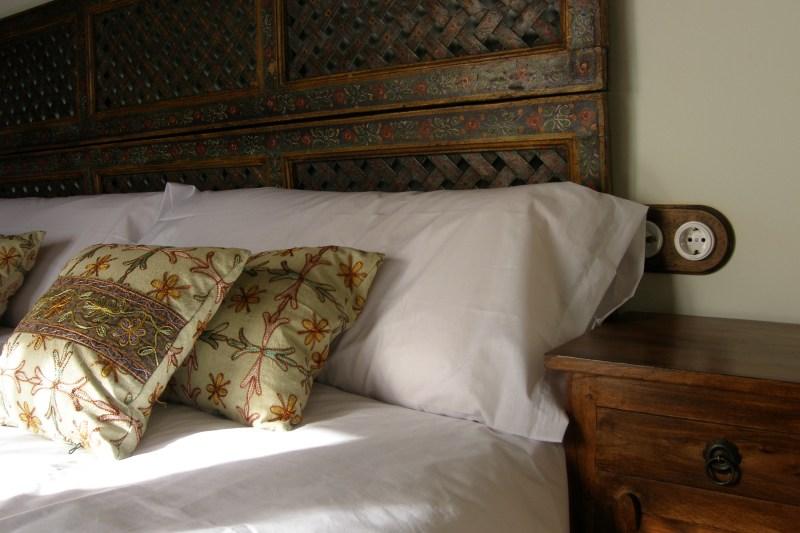 Confort y estilo en los dormitorios de El Zahorí