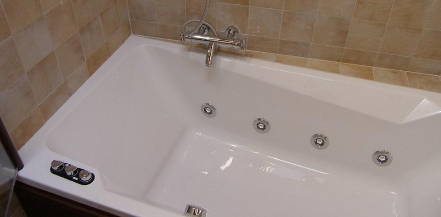 Bañera con hidromasaje para tus momentos de relax