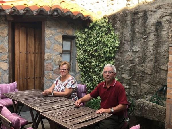 Amalia y Manolo, siempre dispuestos a ayudarte en la casa rural El Zahorí