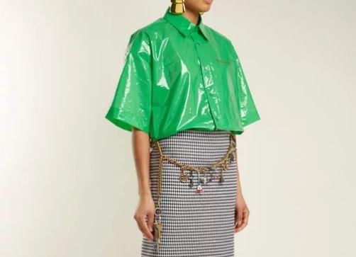 Balenciaga reiventa la bolsa de plástico con esta camisa