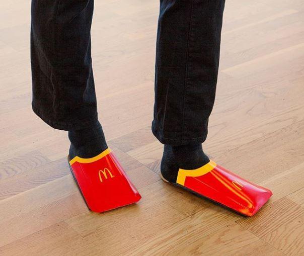 McDonald's propone lanzar sus cartones de patatas fritas como zapatillas