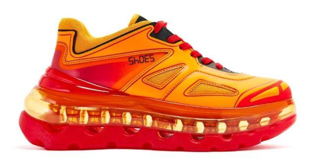 El diseñador de las Balenciaga Triple S lanza la línea de zapatillas «Shoes 53045»