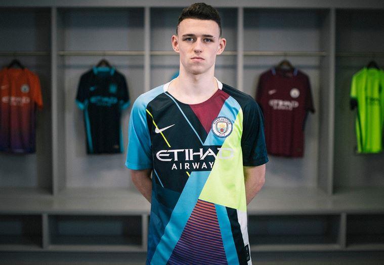 b3bd2ff12a94c Nike y Manchester City lanzan una camiseta mosaico de edición especial  conmemorativa