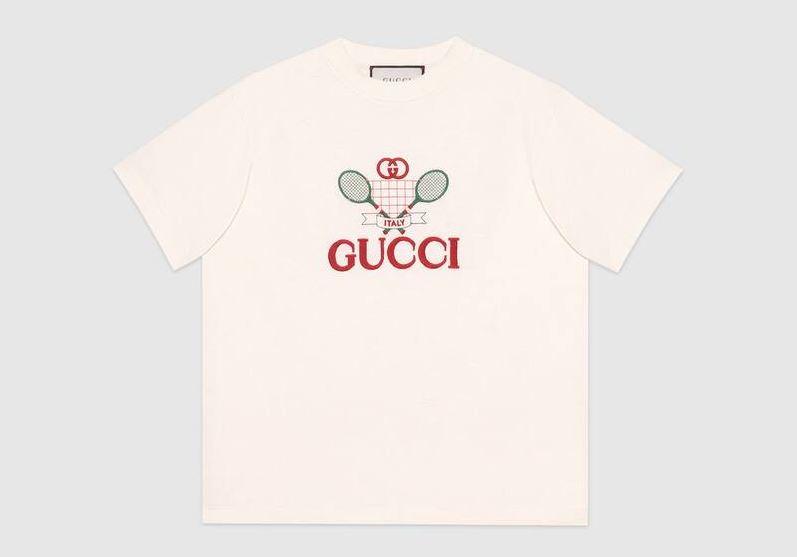 camiseta blanca con el logo de Gucci