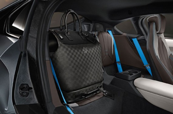 louis vuitton luggage set for 2014 bmw i8 05 570x378 Louis Vuitton Luggage Set for 2014 BMW i8