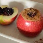Maçã Assada com canela e frutas secas - passo 6 - adicionando frutas e canela - blog Emagrecer Certo #emagrecercerto #reeducacaoalimentar