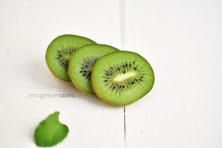 Fatias de kiwi para smoothie | Blog Emagrecer Certo