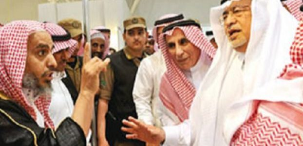Former Saudi Minster of Culture and Information, Abdulaziz Khoja, confronted by religious figures during the Riyadh Book Fair in 2011