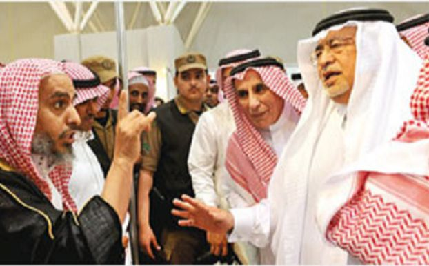 Former Saudi Minster of Culture and Information, Abdulaziz Khoja, confronted by religious figures during the Riyadh Book Fair in 2011.
