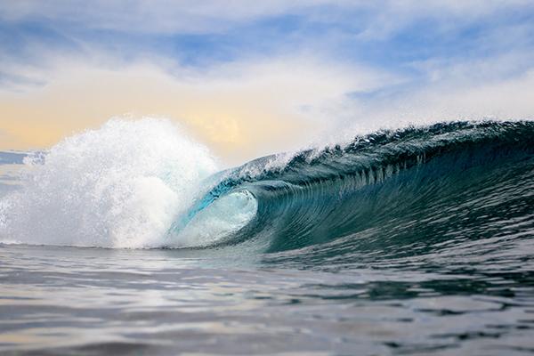 ocean wave cresting