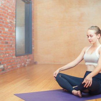 yoga-mama-y-bebe-una-experiencia-para-vivir-con-estilo
