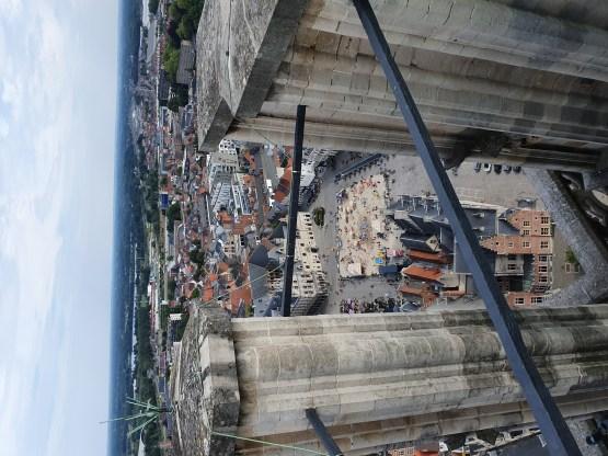Vue sur la grand place du sommet de la tour de la cathédrale de Malines