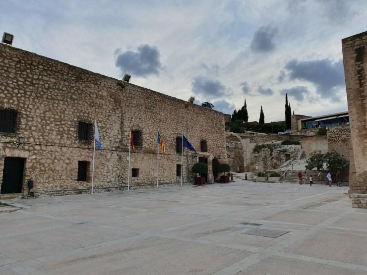 La cour du château d'Alicante