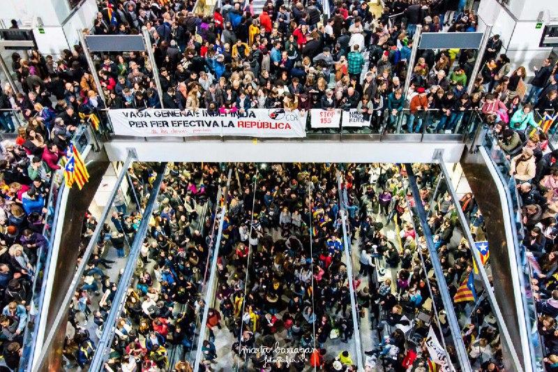 Huelga General 8 de noviembre. Estación de Girona. Vías del TAV. Foto de @martabarragan_f