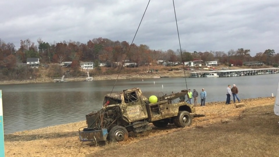 Wistia video thumbnail - Tow Truck Pulled From Bottom Of Smith Lake