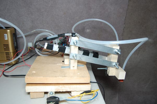 The Automatic Arduino Powered CD Changing Robot - Embedds
