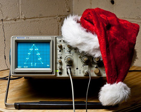 Drawing Christmas tree on oscilloscope - Embedds