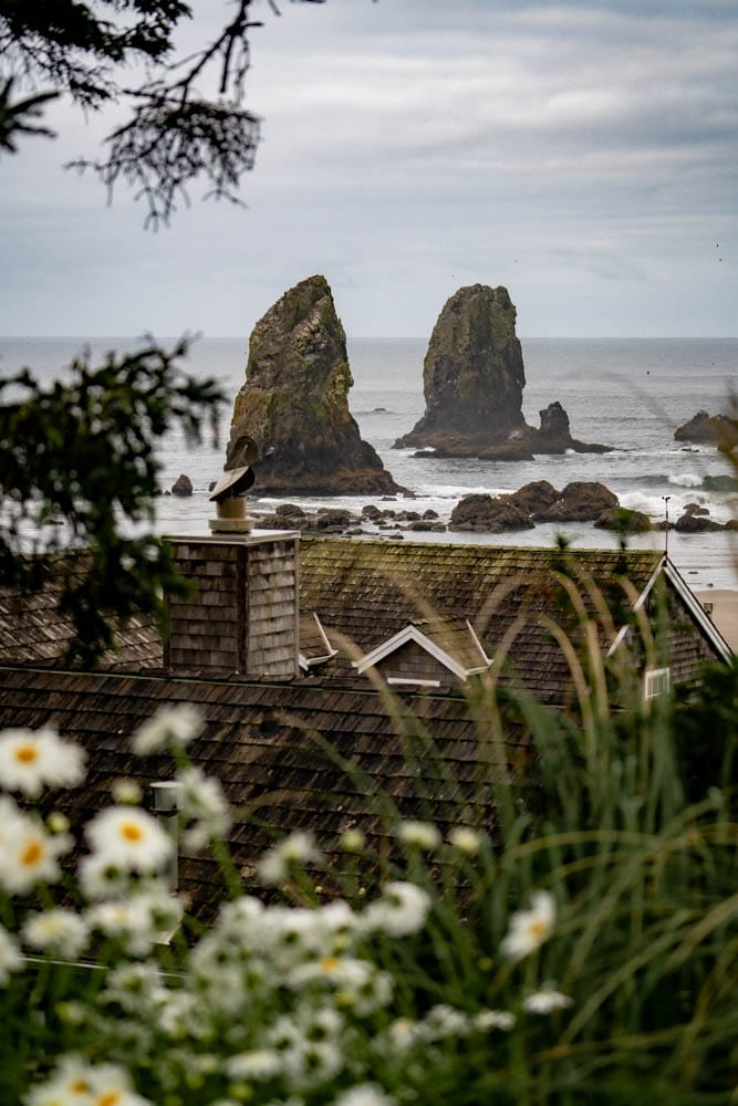 10 Quaint Oregon Coast Towns You Can't Help But Love (Local's Guide)
