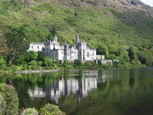 Kylemore Abbey in Connemara {photo credit}