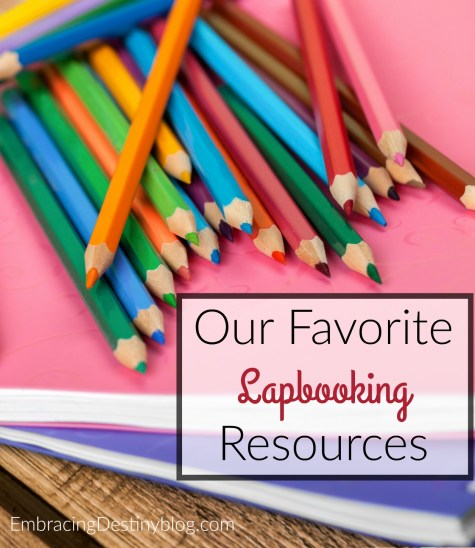 Check out these favorite tried and true lapbooking resources. 10 Days of Lapbooking in your Homeschool blog series. Creative, hands-on learning at embracingdestinyblog.com