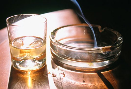 agefoto_rm_photo_of_alcohol_and_burning_cigarette