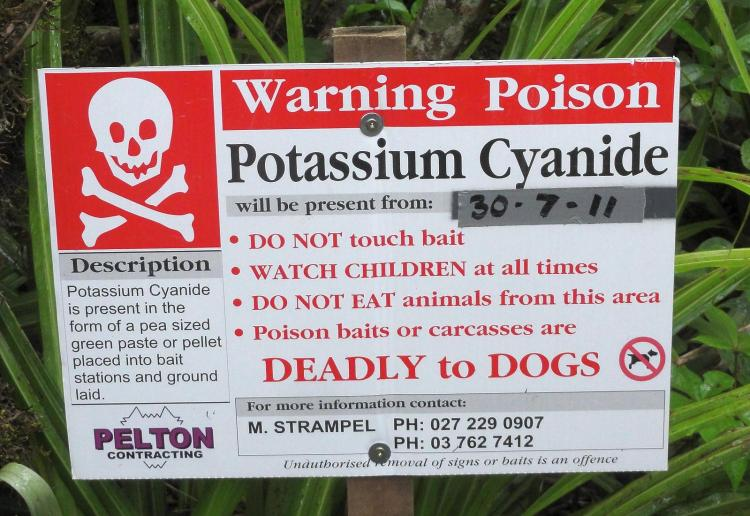 https://commons.wikimedia.org/wiki/File:Possum_cyanide_warning.JPG