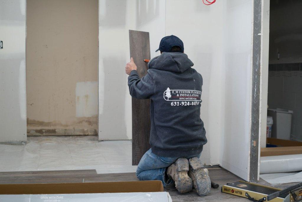 vinyl plank flooring installation - measuring