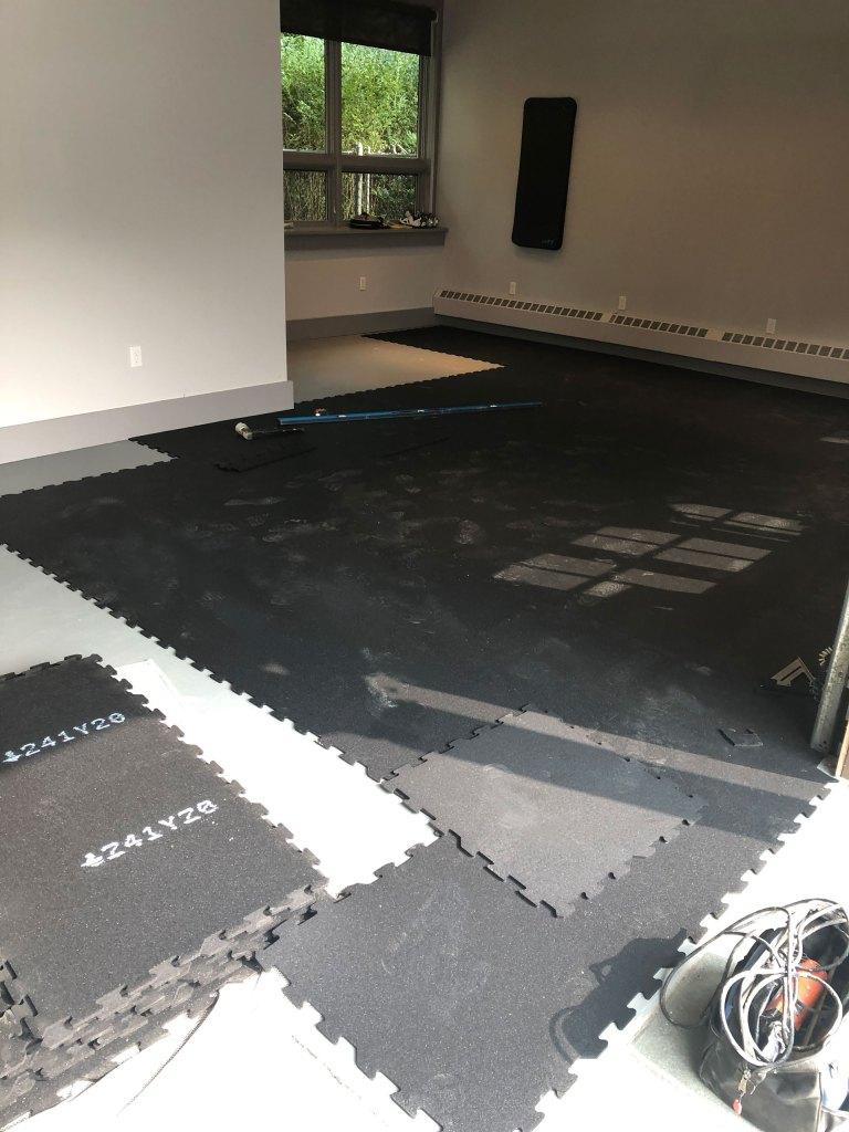 Rubber gym floor with interlocking tiles