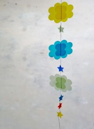 guirlande-nuage-etoile-papier-calque-couleur-DIY-tuto (6)