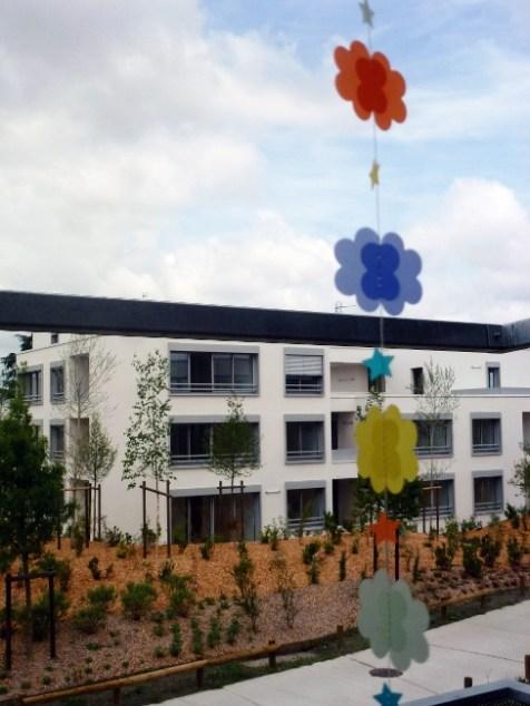 guirlande-nuage-etoile-papier-calque-couleur-DIY-tuto (8)