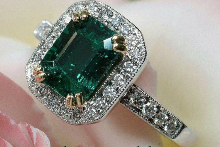 royal-emerald-ring