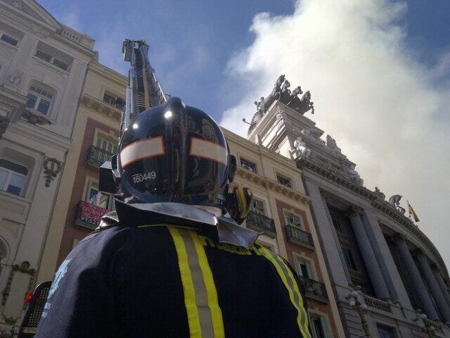 Incendio en la cubierta del Teatro Alcázar (1/4)