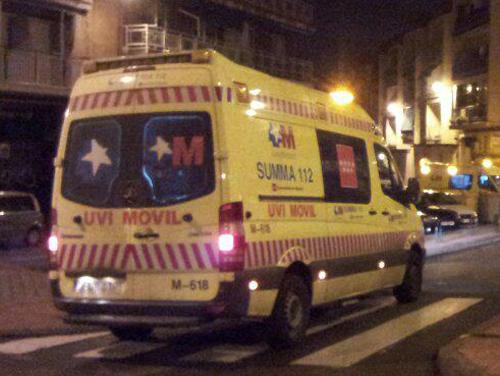Un motorista fallece tras colisionar con una ambulancia (1/2)
