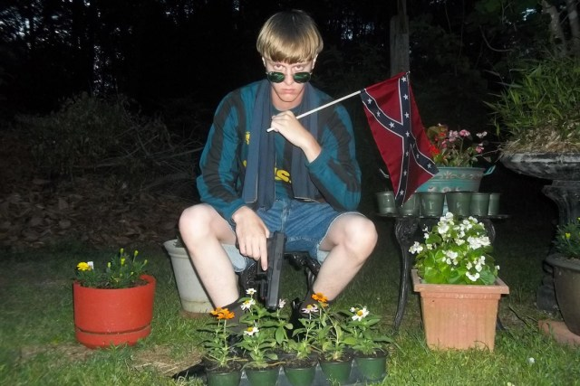 Dylann-Roof-Charleston-Shooter-confederate-flag-photo