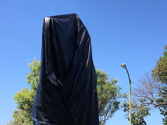 Black Tarp Lee statue.jpg