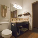 Bathroom in Room 6 (view 2)