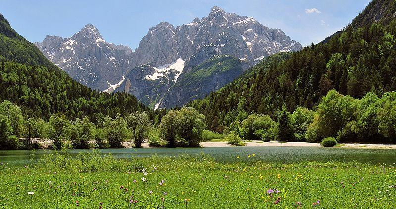 View of Lake Jasna near Kranjska GoraI, Michael Gäbler [CC BY 3.0 (http://creativecommons.org/licenses/by/3.0)], via Wikimedia Commons
