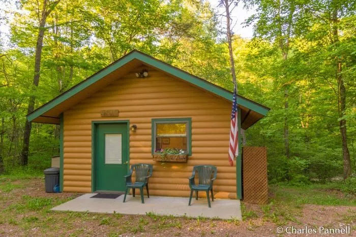 While you're in Ohio, spend some time in this nicely accessible Hocking Hills cabin.A Hocking Hills Retreat