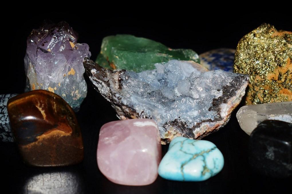 lapis-lazuli-carnelian-obsidian-stone-minecraft-meaning-blue-crystal-jewelry-gem