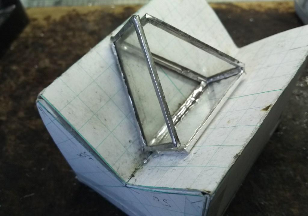 おはじきステンドグラスの蓋つき三角小箱