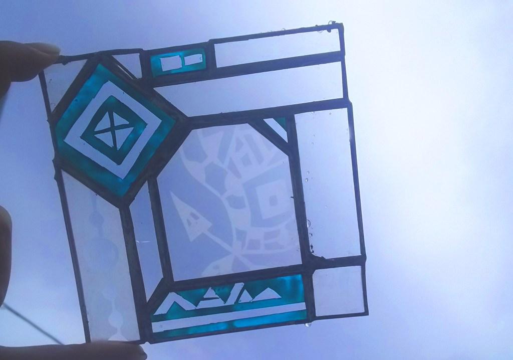 絵付けを楽しむステンドグラスパネル
